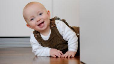 Hva får egentlig babyer til å le? Én ting trumfer alt på tvers av landegrenser.