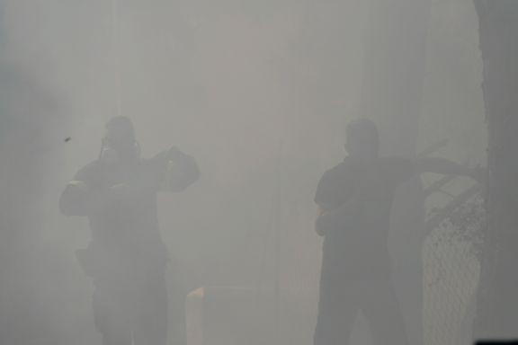 Brannene raser i utkanten av Athen. Folk flykter inn til byen, men også der er luftkvaliteten uutholdelig.
