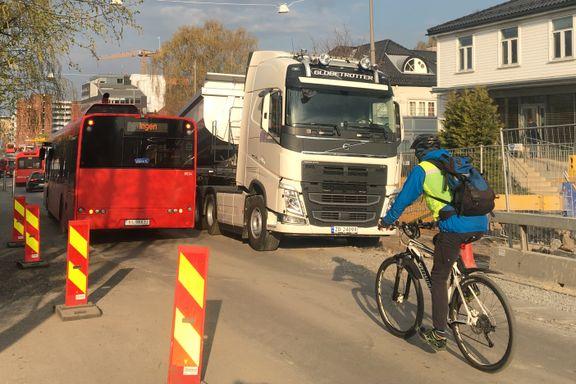 Bare flaks har hindret at syklister er blitt truffet av anleggsmaskiner i vår