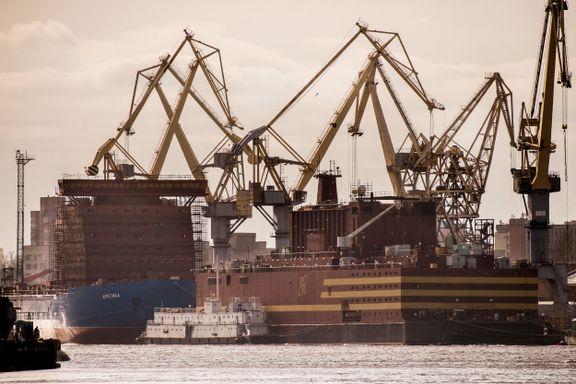 Russland skal slepe flytende atomkraftverk langs norskekysten: - Det er ren galskap