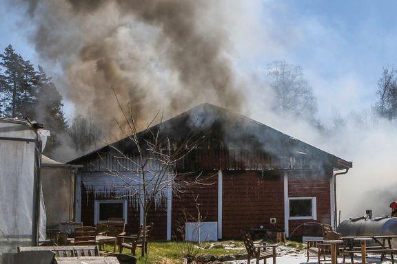 Brann ved prisvinnende meieri i Akershus