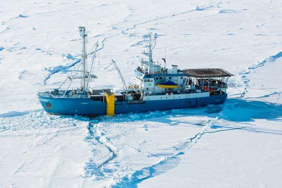 Lance fri fra isen i Polhavet