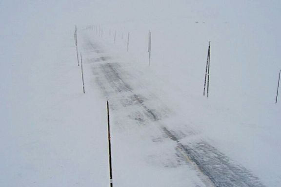 Flere hovedveier stengt på grunn av snøras og uvær i Sør-Norge