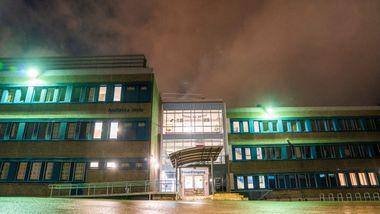 Tre skoler er stengt i Groruddalen. Vurderer strengere smittetiltak på andre skoler