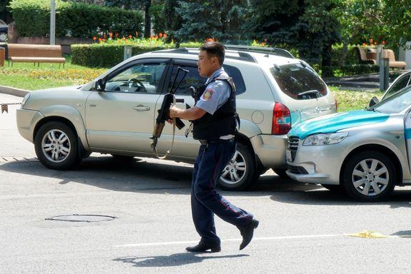 Fire drept av væpnet mann i Kasakhstan