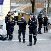 Person skutt i foten i Oslo. To gjerningspersoner i mørke klær løp fra stedet.