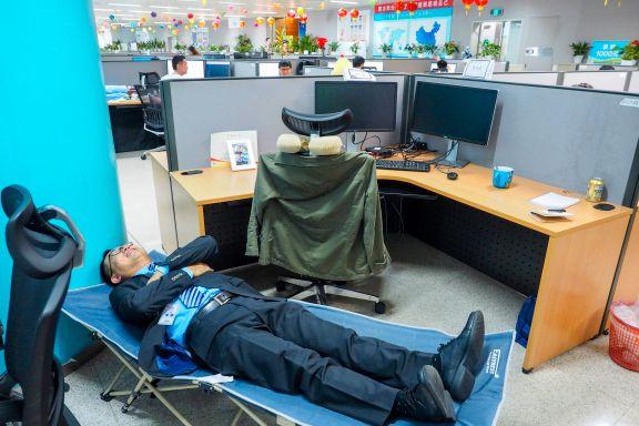 Huawei er Kinas telegigant. Her sover de på jobben og drømmer om å danke ut Apple og Samsung.