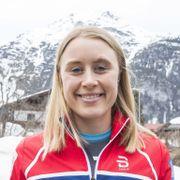 Svenske, finske og russiske stjerner kjemper om seieren i Tour de Ski. De norske må se på fra sofaen hjemme.