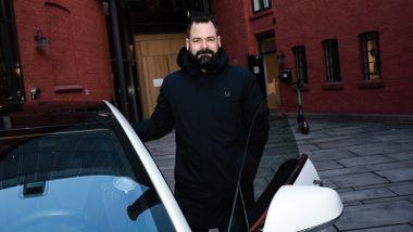 Tesla tilbakekaller biler i Norge – bileier går til sak