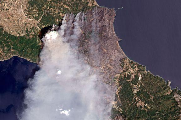 Skogbrann har brent tvers over Hellas' nest største øy: – Naturkatastrofe uten sidestykke