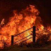 Storbrann utløste ildvirvler i California