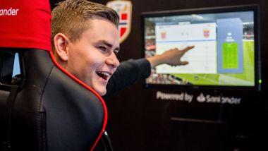 Anders (22) er på landslaget i Fifa. Her er hans tips og taktikk for å bli best.