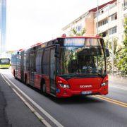 Flere busser har gått tilbake til diesel. Statsråden mener politikken fungerer godt.