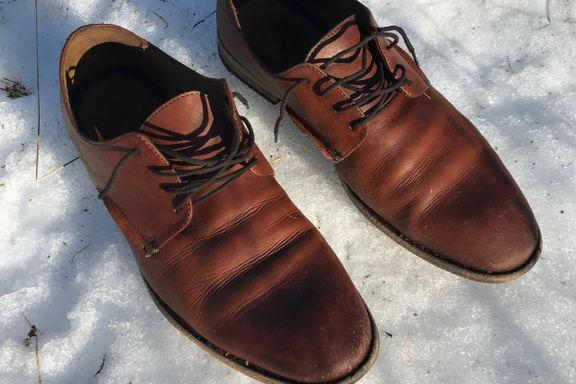 Skulle gå tre mil i fjellet på disse skoene. – Han hadde snø opp til livet