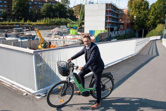 De rødgrønne i Oslo vil snu parkeringsreglene på hodet, som første norske by. Utbyggere kan bli vinnerne.