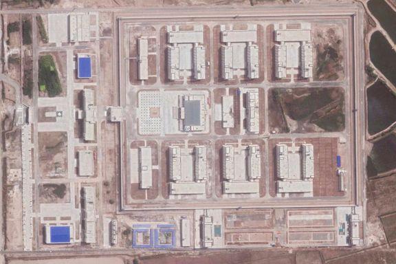 Kina hevder at arbeidsleirene blir tømt. Ferske satellittbilder viser noe helt annet.
