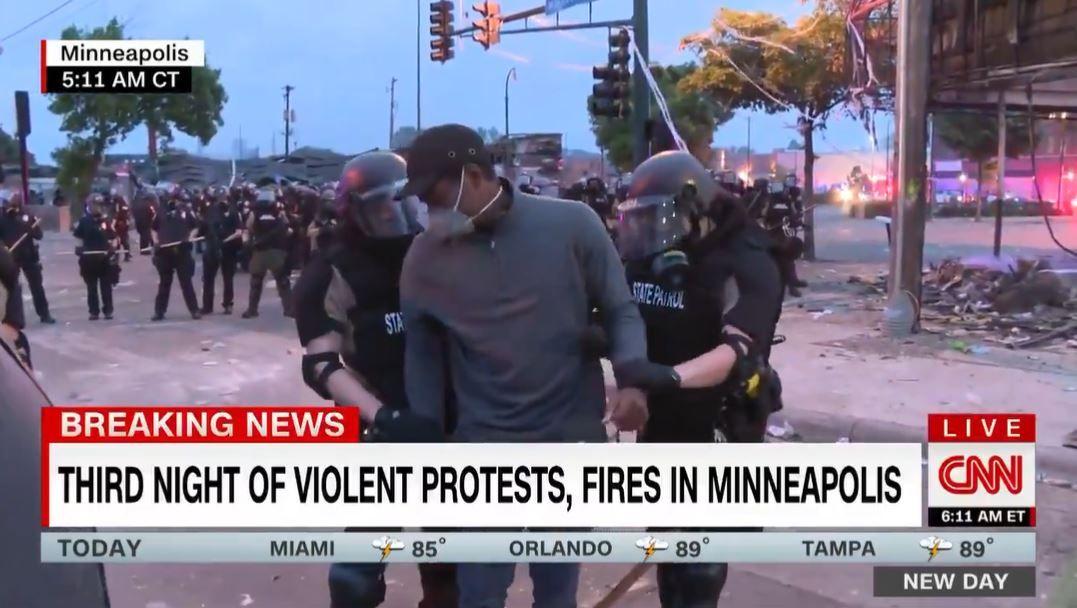 Guvernøren beklager etter at CNN-kamerateam ble arrestert under direktesending