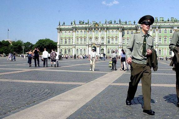 Nye visumregler skal gjøre Russland-turen enklere. Men lørdag ble 18 personer stoppet på Gardermoen.