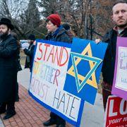 Amerikaner siktet for hatkriminalitet etter knivangrep mot jødisk feiring i New York
