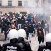 Minst 90 pågrepet under demonstrasjon mot migrasjonspakt i Brussel