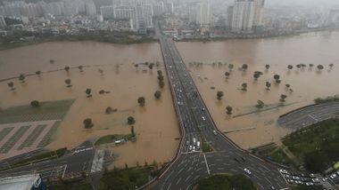 Store ødeleggelser etter at kraftig tyfon traff Sør-Korea