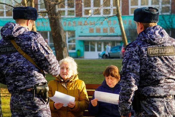 I Norge er det hytteforbud. I Russland blir innbyggerne bedt om å dra på hytta.