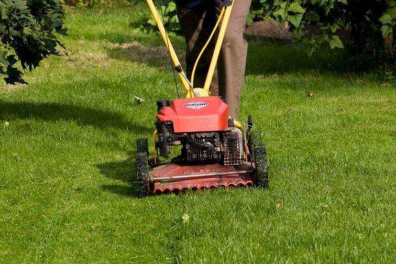 Har du egentlig lov til å klippe gresset søndager og andre helligdager?