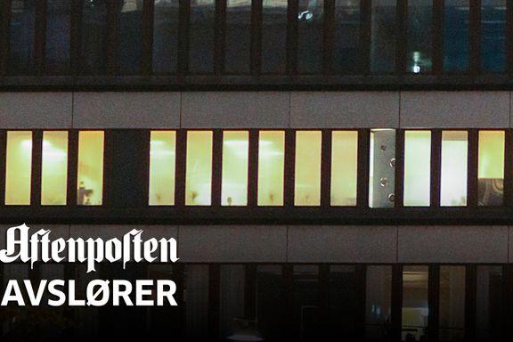 Bak disse vinduene driver pokerprofiler ulovlig klubb midt i Oslo sentrum – med politistasjon som nær nabo