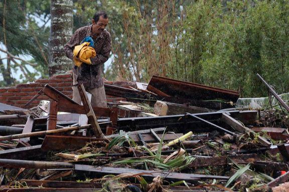 Minst 373 omkom i tsunamien i Indonesia. Eksperter frykter ny dødelig bølge.