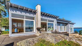 Brennhett hyttemarked: Sjøhytte gikk 2,6 millioner over prisantydning