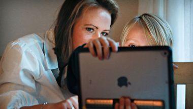 Skoler i Bærum velger bort bøker: – Skulle ønske sønnen min brukte bøker i tillegg til Ipad