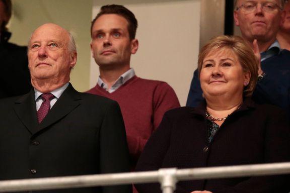Verken statsministeren eller kongen stiller på kvinnenes cupfinale. Det skaper reaksjoner.