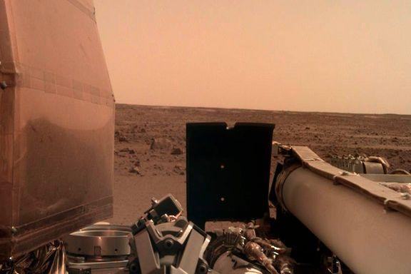 Romsonden Insight har landet på Mars – her er de første bildene