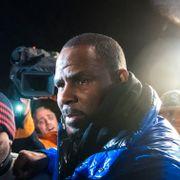 R. Kelly erklærer seg ikke skyldig i seksuelle overgrep