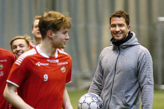 Spilte på TILs A-lag i 2017: Nå kan Jonas (34) være aktuell som trener