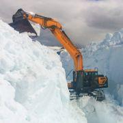 Enorme snømengder i fjellstrøkene i Sør-Norge – opp mot 10 meter høye brøytekanter