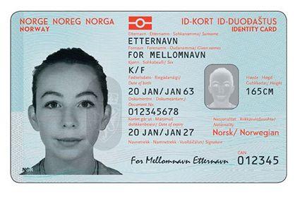 Arbeidet med nye pass og ID-kort har tatt 11 år. En intern politirapport avslører at under en fjerdedel er gjennomført.