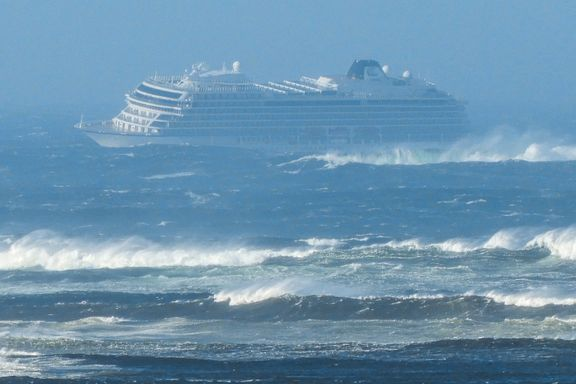 Cruiseskip sendte nødsignal. 1300 personer evakueres 15–20 av gangen med helikopter.