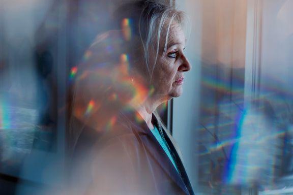 Linda Garvik (57) har «stemmer i hodet». Forskere mener å ha funnet ut hva det kommer av.