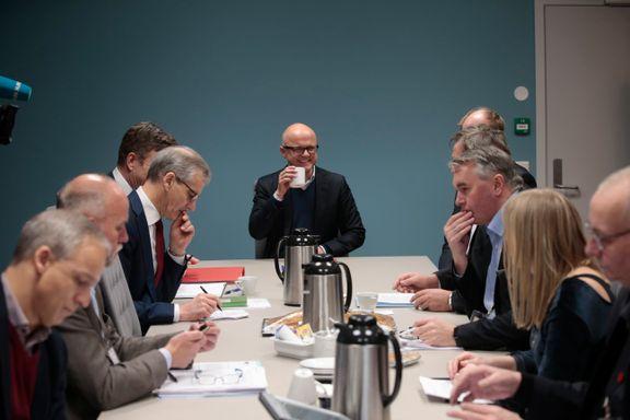 Unge Høyre-leder: Helgesen må finne en måte å gjøre retrett på