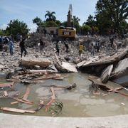 Nær 2200 er døde etter jordskjelvet på Haiti