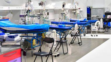 Feltsykehus tas i bruk etter 30 nye dødsfall i Stockholm. Sykepleiere dobler lønnen.