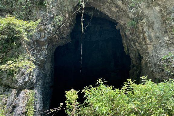 Her er grottene i Kina som WHOs koronagranskere ikke får se. På gårdene rundt er dyrene nå borte.