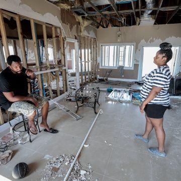 Klimaendringer knuser Karibia: De bygget drømmehuset i paradis. Nå har de bare huslånet igjen.