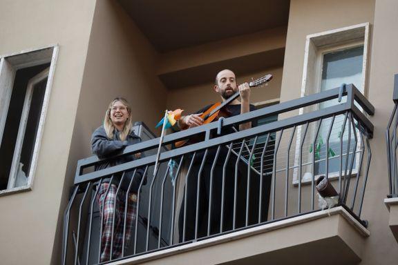 Italienerne synger fra balkongene