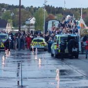 Politiet ryddet Stortorvet i Fredrikstad etter bråk – 14 arrestert
