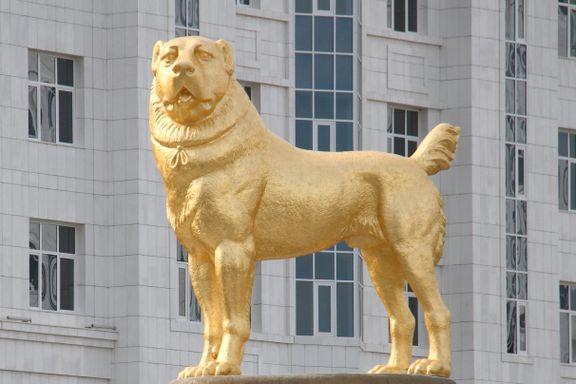 Diktatoren ville hedre et elsket kjæledyr. Da laget han en gigantisk statue av gull.