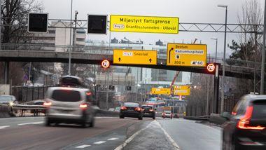 Her kan fartsgrensen gå opp og ned fra dag til dag. Politiet er skeptisk til ordningen.
