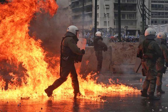 Demonstranter gikk til angrep på journalister og politi under voldsomme protester i Athen