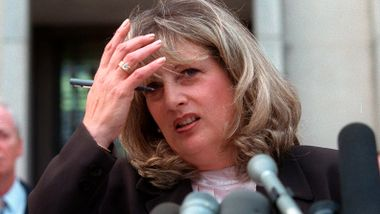 Kvinnen som bidro til å avsløre Lewinsky-affæren, er død